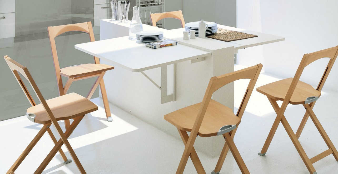 Interesting folding tables for small spaces interior for Small apartment dining table