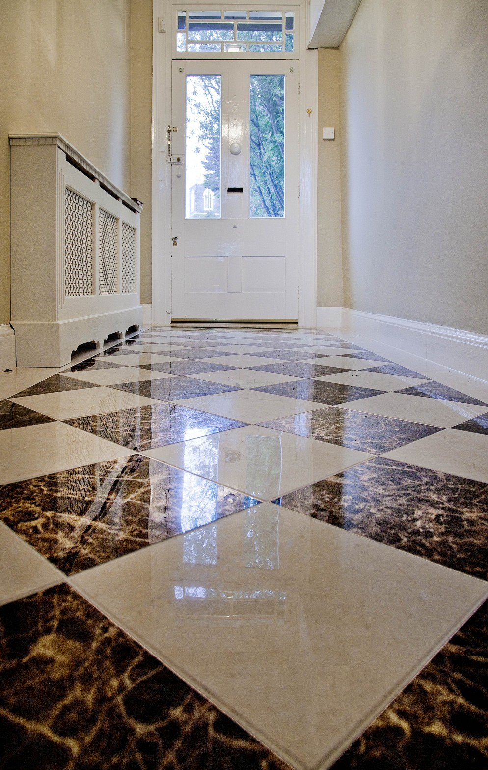 Seven brilliant and practical ideas for your entrance hall for Home floor tiles design