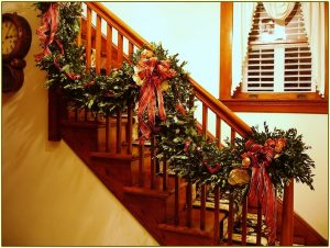 christmas-stairs-garland-decoration