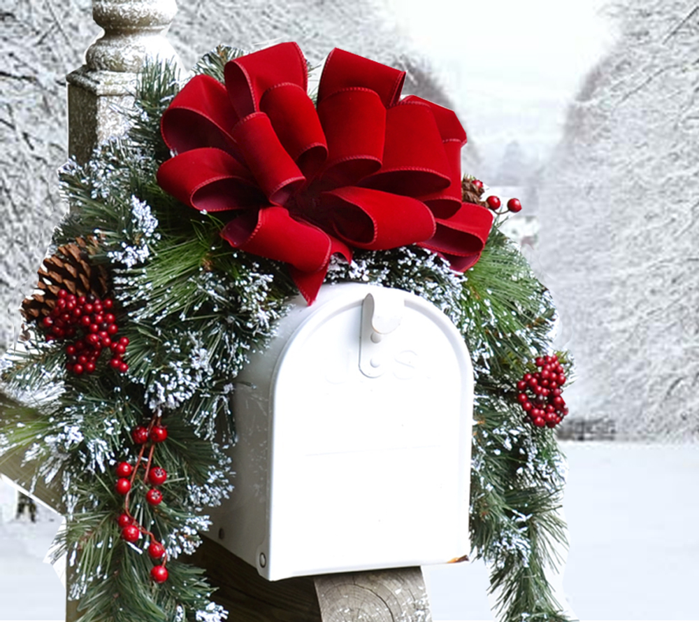 Christmas decorations on mailbox