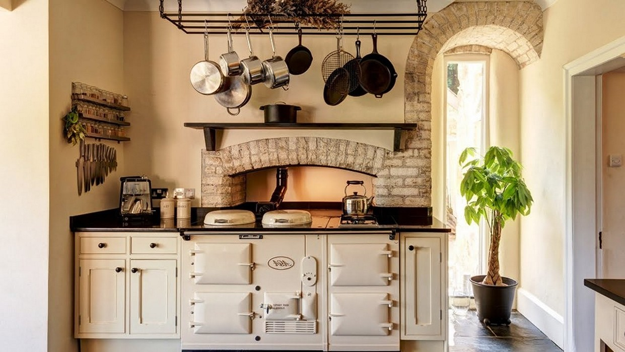 Eight great ideas for a small kitchen interior design for Great small kitchens
