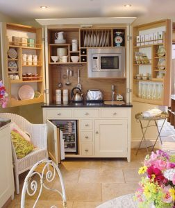 tiny-cozy-but-very-usefull-kitchen