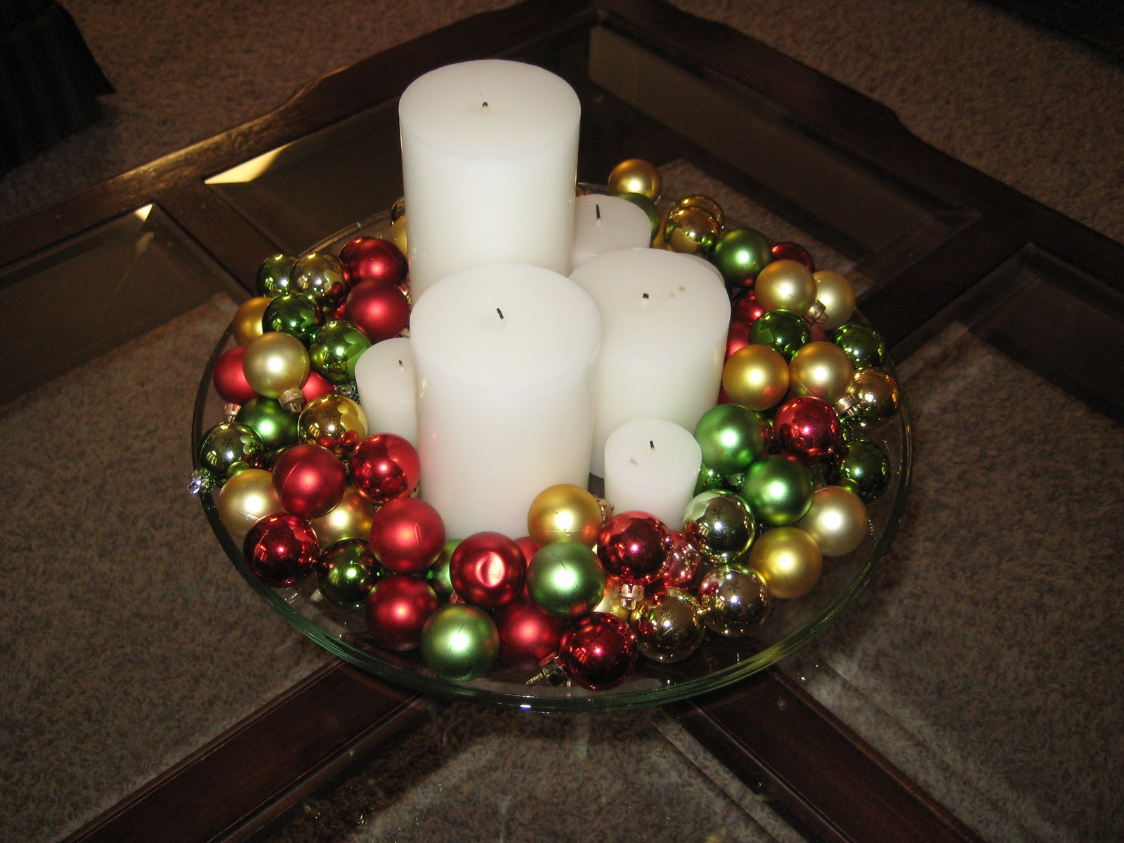 christmas decoration with ornaments - Easy Christmas Table Decorations Ideas