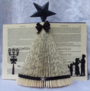 Christmas-tree-made-of-books