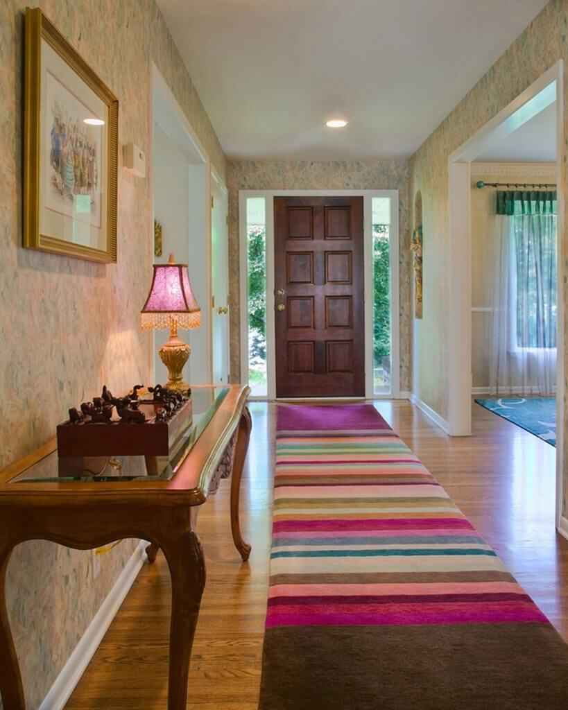 Colorful entrance hall rag