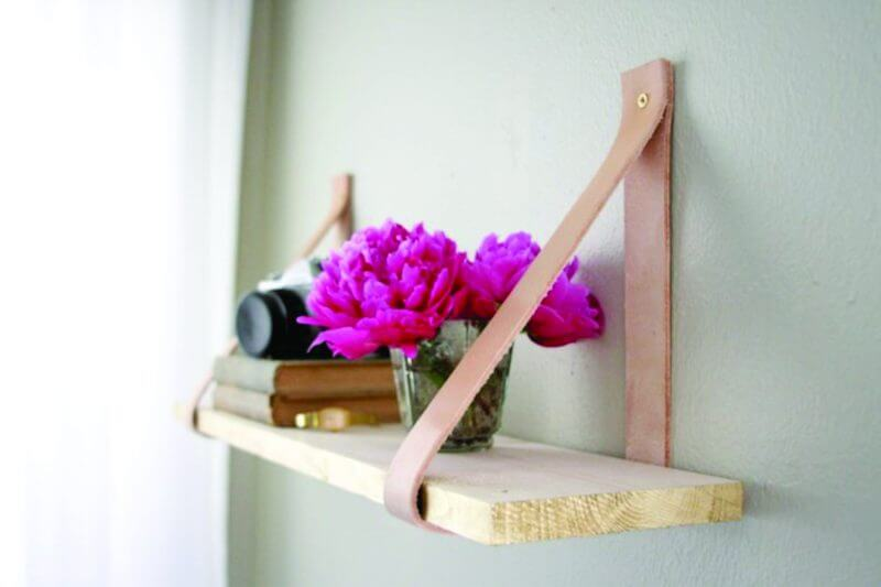 Hanging mini bookshelf