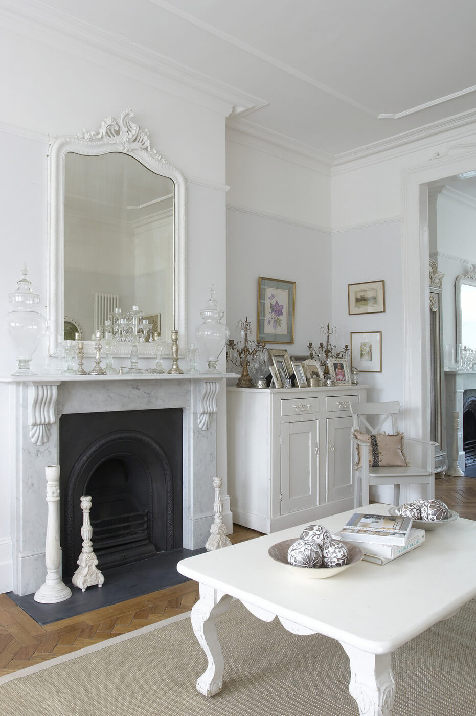 How to welcome shabby chic decor in your home interior - White walls living room ...