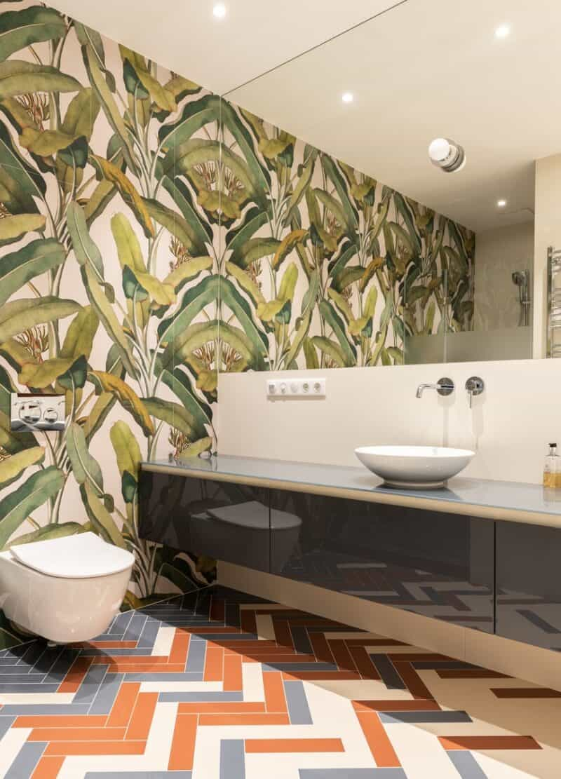 African-themed bathroom