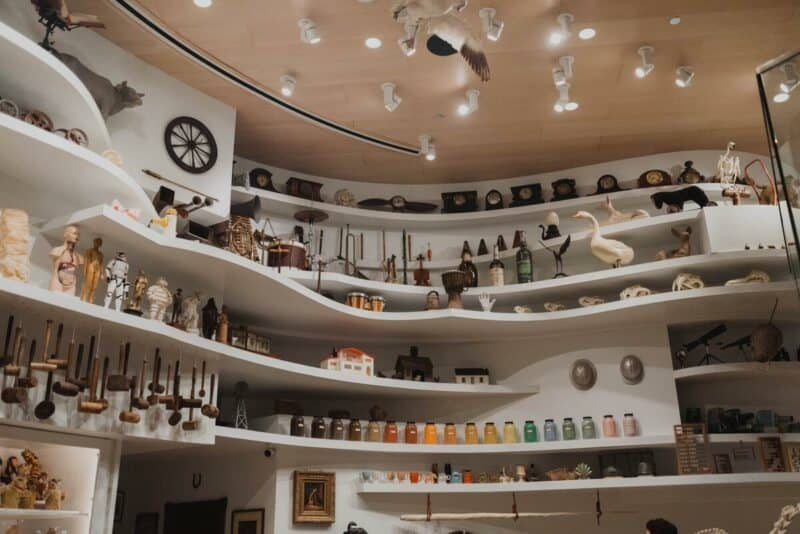 An amazing shelving system