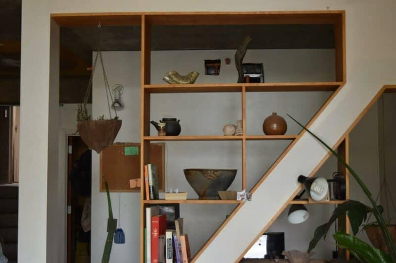 Geometrical built-in shelves